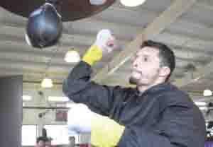 Johnny González listo para estrenar esquina vs Hashimoto